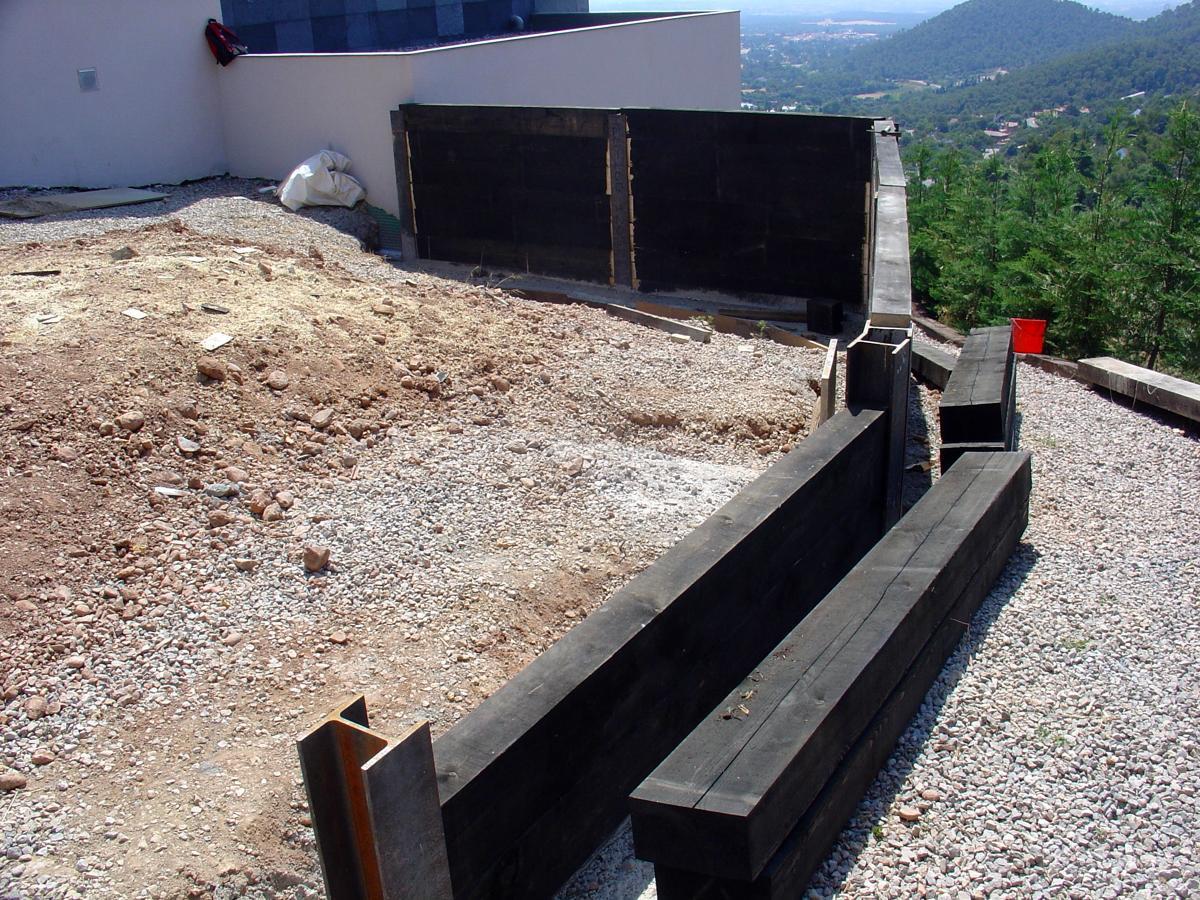 Muro contencion traviesas ideas jardineros for Muro de contencion precio