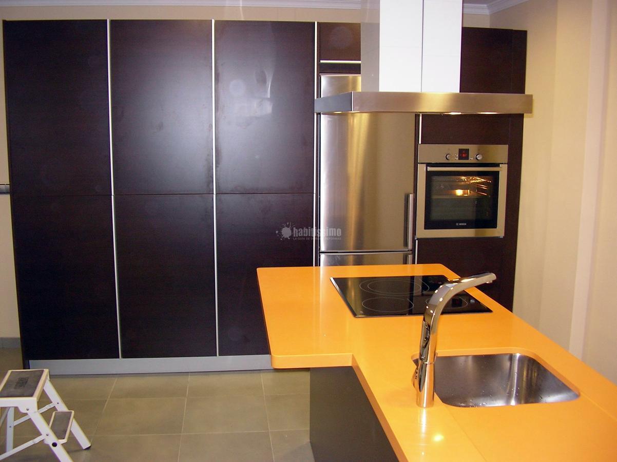 Cocina comedor con lavadora y secadora ocultas ideas for Muebles para cocina comedor