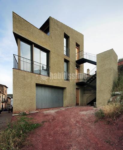 Edificio plurifamiliar de dos viviendas y legalización de garaje  preexistente en la planta baja en el Molar
