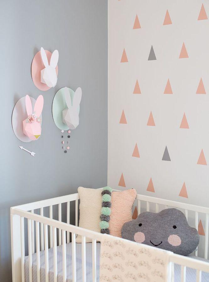 habitación infantil con estampado geométrico