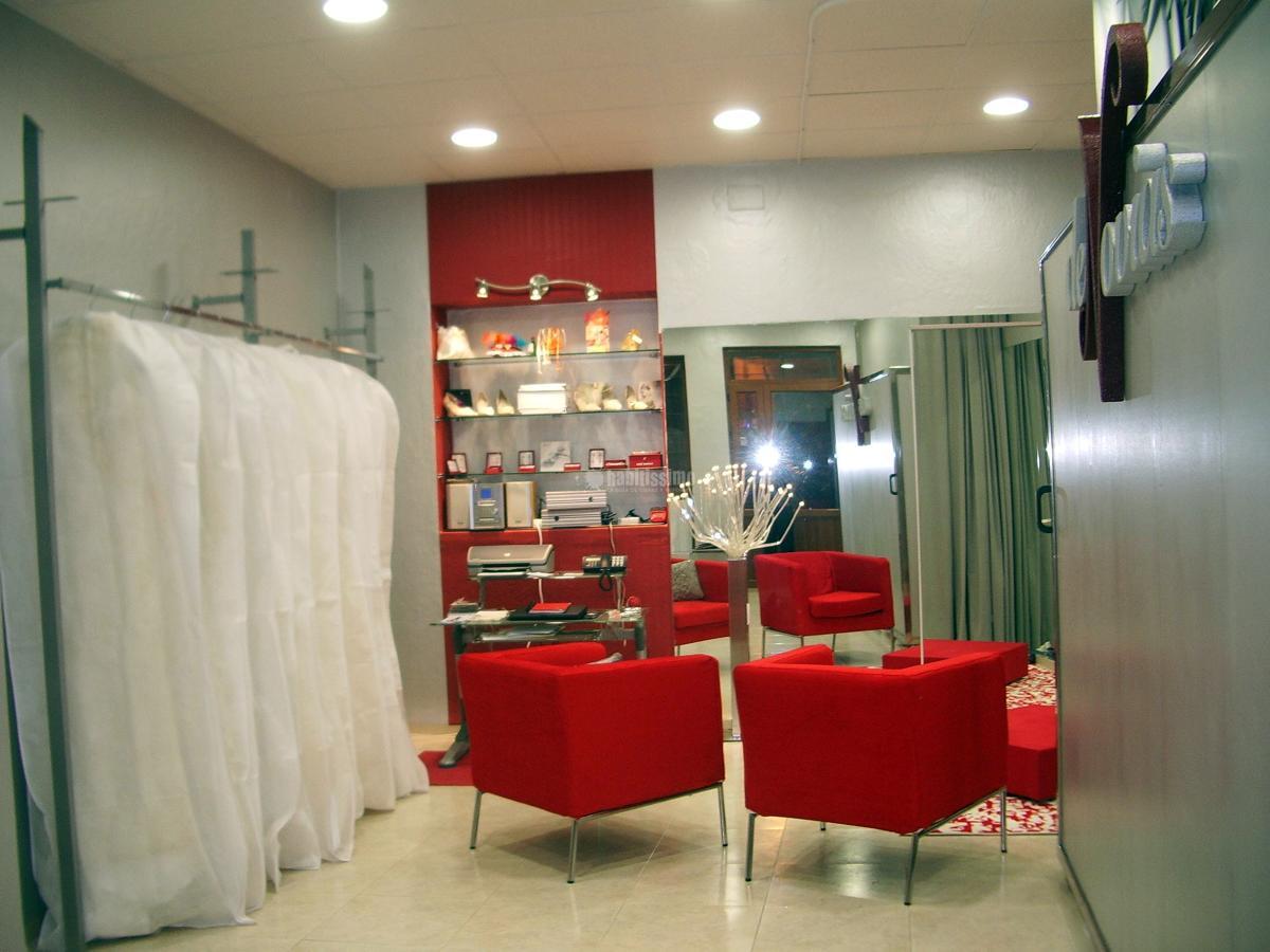 Adaptación local para tienda de trajes de novias y ceremonia