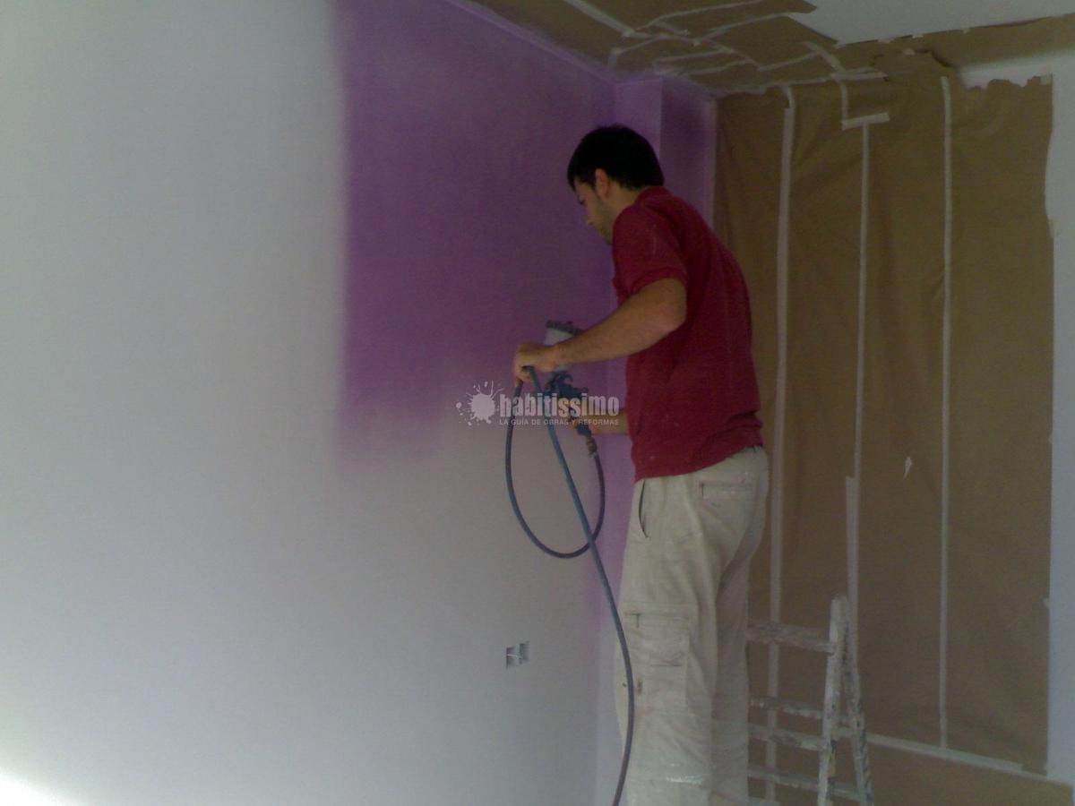 Pintura en vivienda unifamiliar con máquina