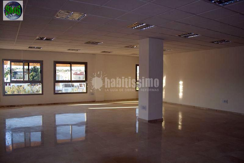 Edificio de oficinas altavista en tomares sevilla for Piscina cubierta tomares