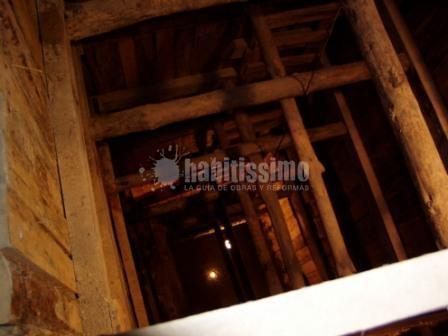Rehabilitación integral y constucción de cuatro plantas bajo edificio Protegido