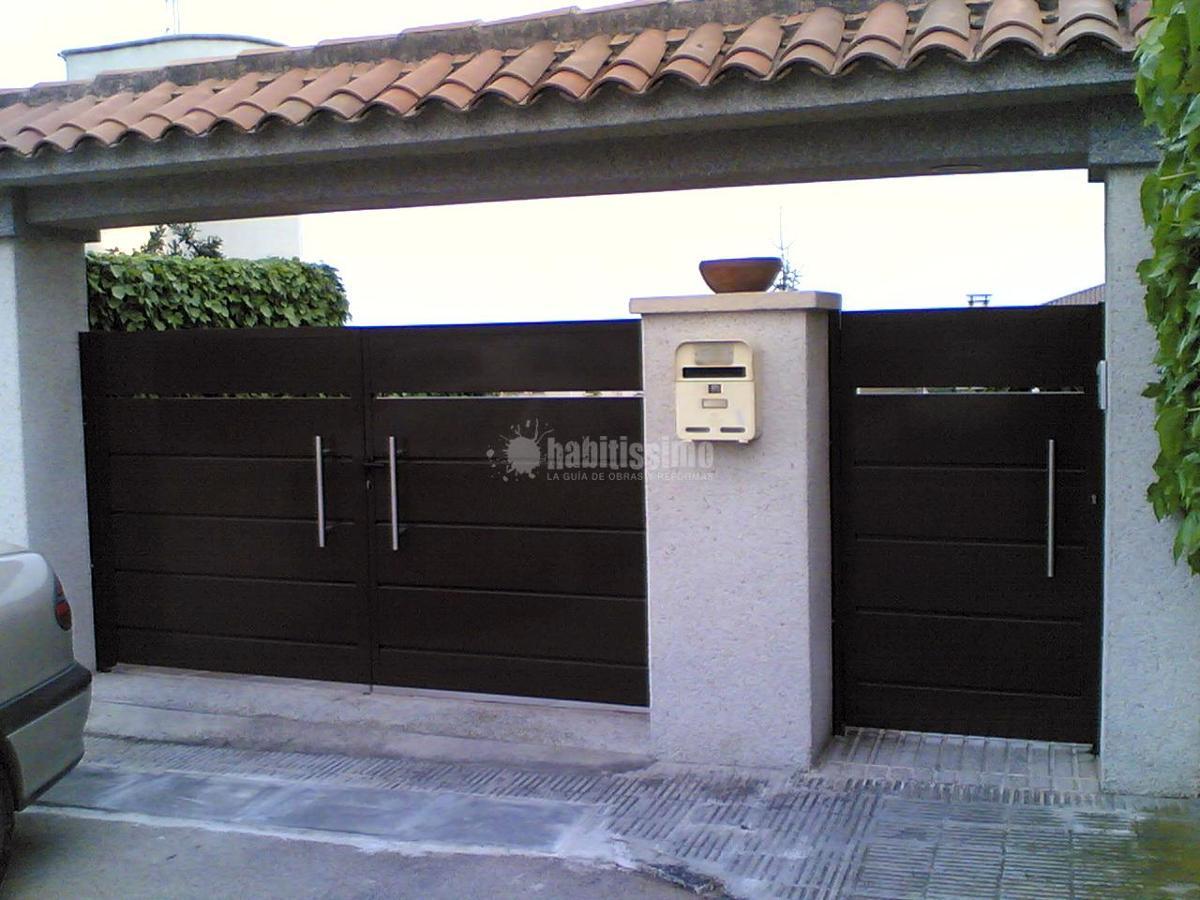 Instalaci n puerta modelo tableta ideas puertas garaje for Puertas modernas precios