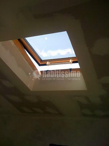 Falso techo Pladur cuatro aguas y velux