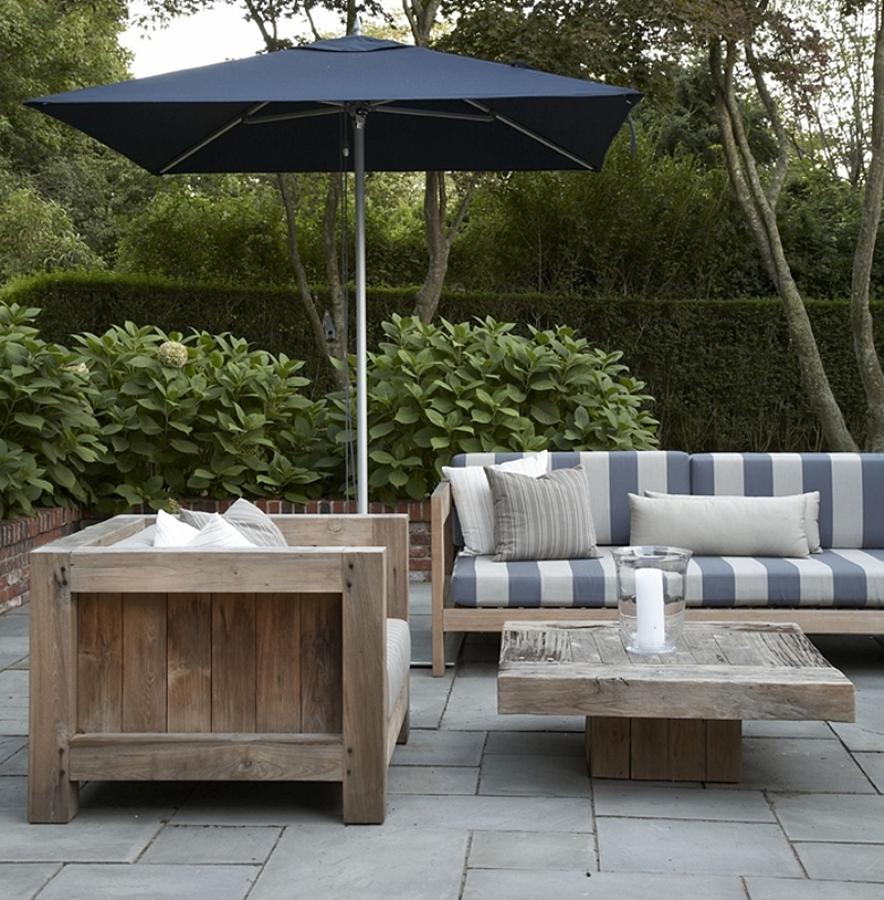 sombrilla azul terraza