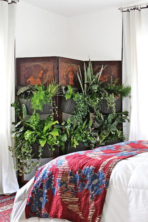 jardín vertical en el dormitorio