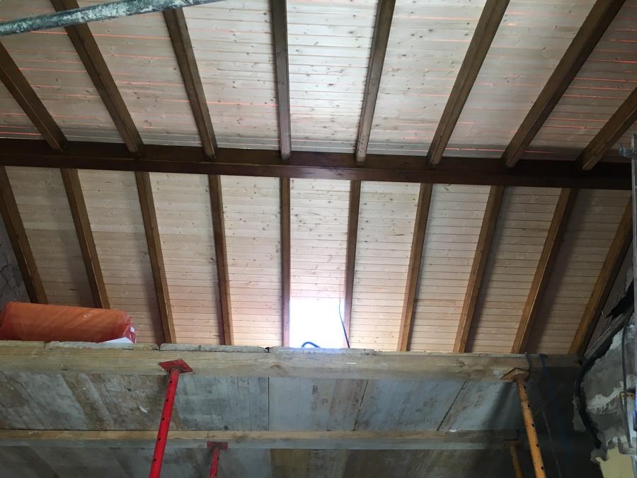Acabado de extrucctura interior de madera