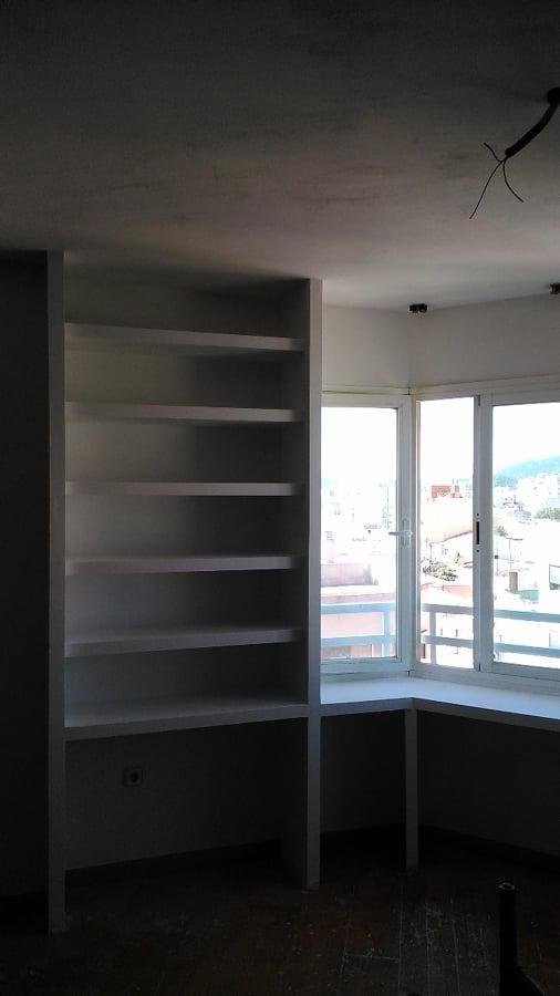Acabado mueble librería