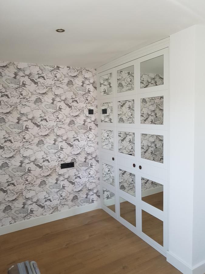 Acabados con papel pintado y pintura plástica sobre nuevo alisado de paredes y techos