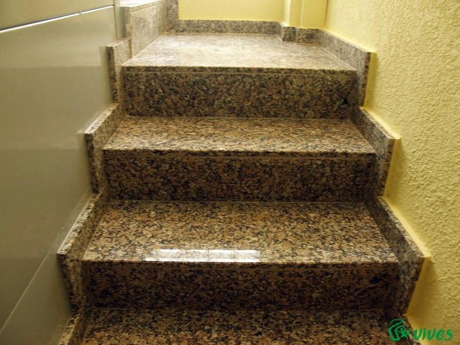 Acabados de granito en escaleras