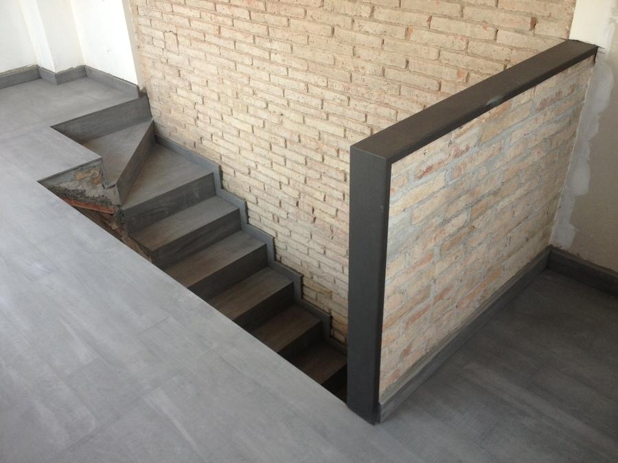 Acabados decoración interior. Suelos, escalera, obra vista, pladur, yeso