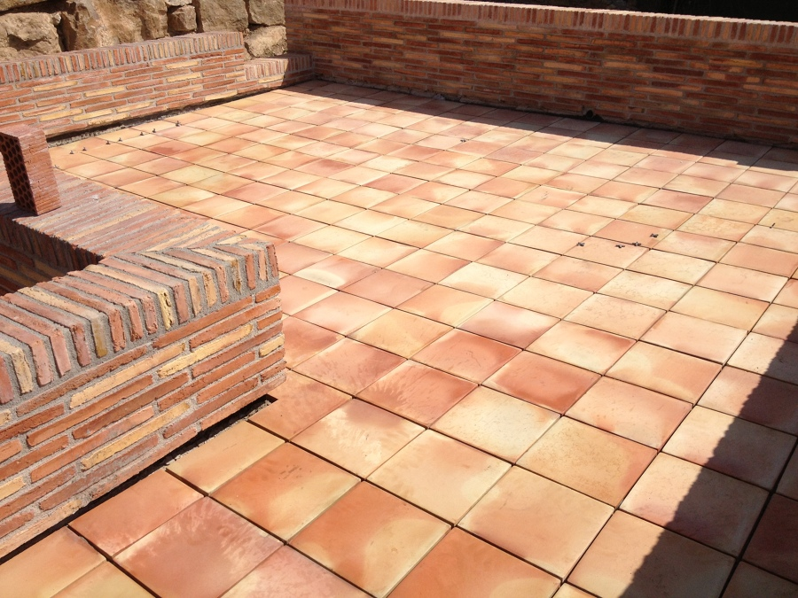 Foto acabados suelos terraza de oskarstil decor 744146 for Suelos patios rusticos
