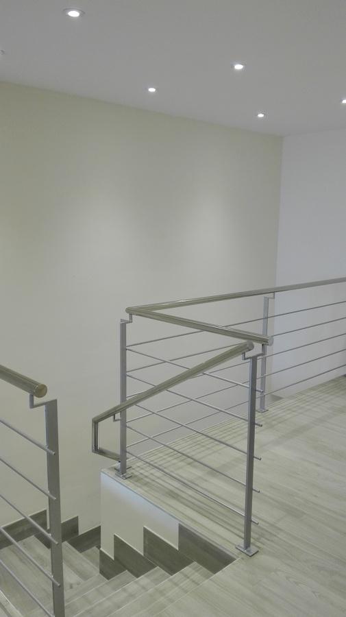 Acceso a escalera desde vivienda