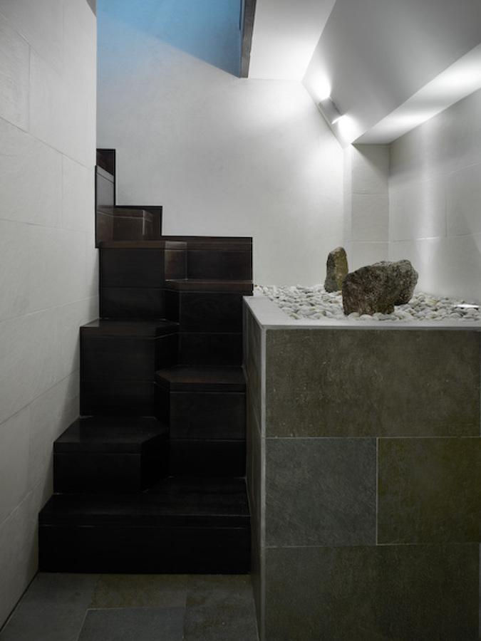 Acceso a zona de Sauna y Jacuzzi