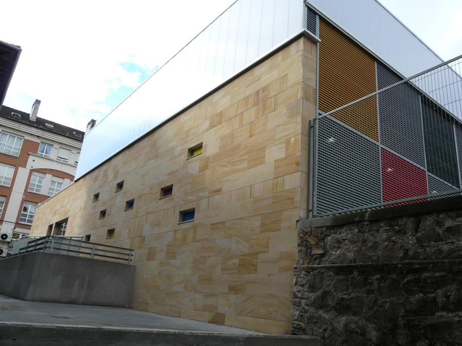 Acceso trasero desde el antiguo edificio del colegio 2