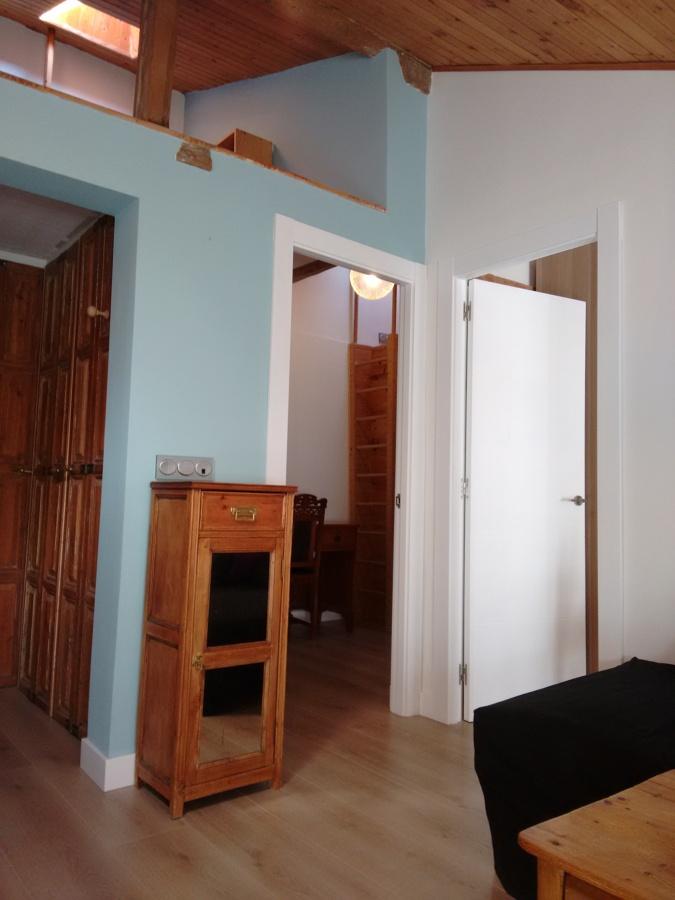 Accesos a los dormitorios y altillo sobre vestíbulo