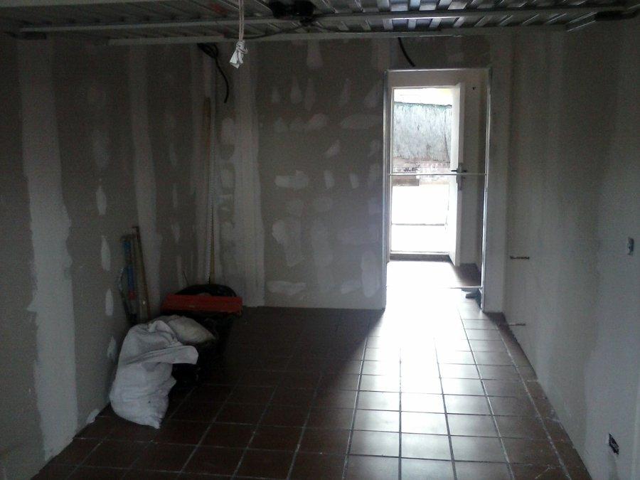 Adecuación de garaje en sala de estar y baño