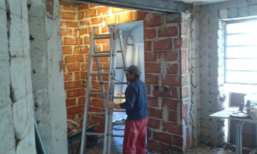 Adecuación de hueco para crear espacio cocina-salón.