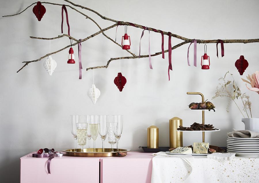 Adornos de papel, velas y textiles de la colección VINTERFEST DE IKEA