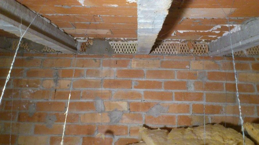 Aislar tejado o techo t rmicamente con celulosa barcelona for Tejado de madera o hormigon