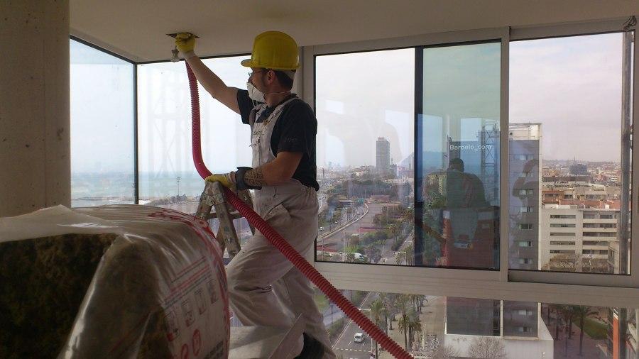 Aislar tejado o techo t rmicamente con celulosa barcelona - Aislamiento para techos ...