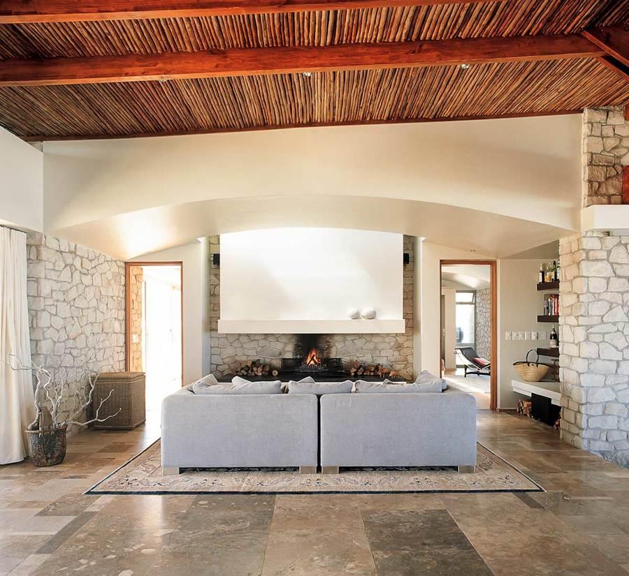 casa con techo de madera