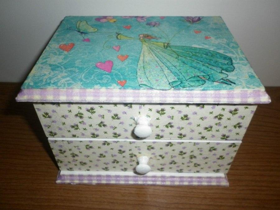 Restaurar un mueble con decoupage ideas decoradores - Restaurar muebles con papel ...