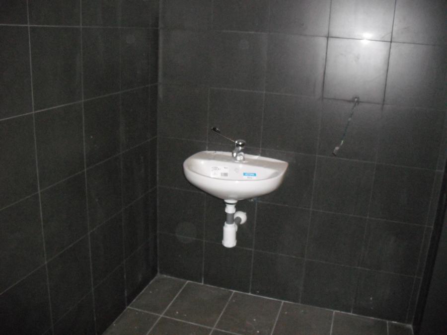 Alicatado baño en restaurante  McDonald´s
