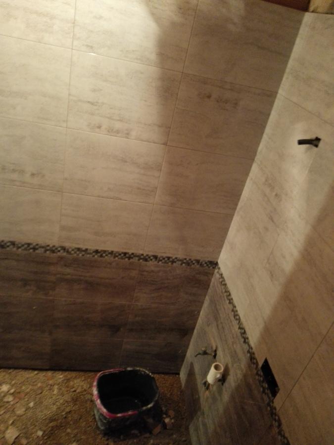 alicatado baño gris
