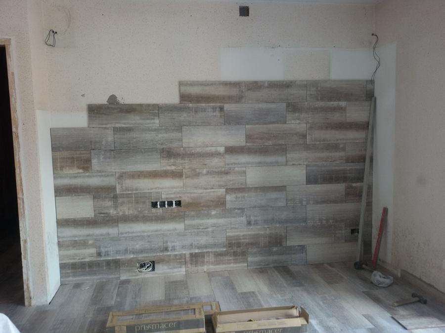 Alicatado pared del salon con misma ceràmica del suelo.