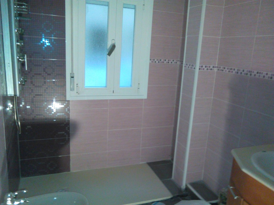 Foto alicatado solado y plato de ducha de un ba o moderno - Banos platos de ducha ...