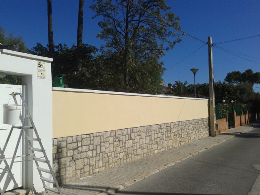 Foto alisar pared con cemento cola y pintar pintura for Paredes de cemento