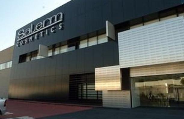 Foto almac n y oficinas salerm cosmetics de estelec for Oficinas sabadell zaragoza