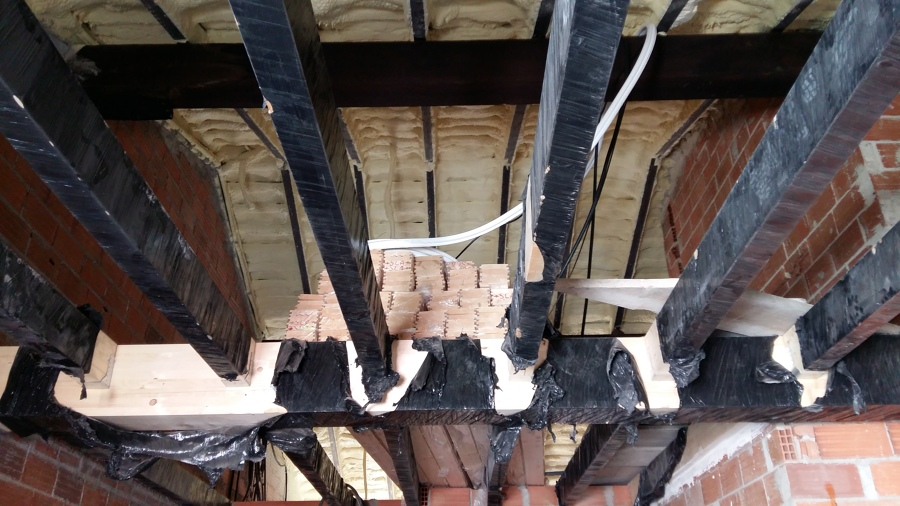 Altillo de madera laminada