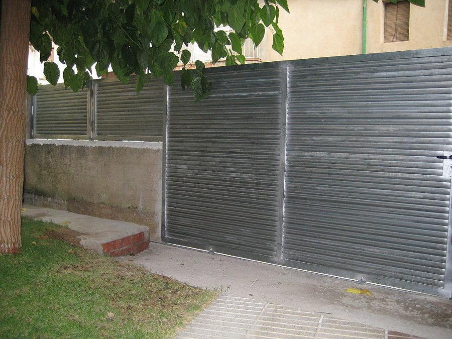 Consejos para pintar el hierro ideas puertas garaje for Fuentes de jardin de segunda mano