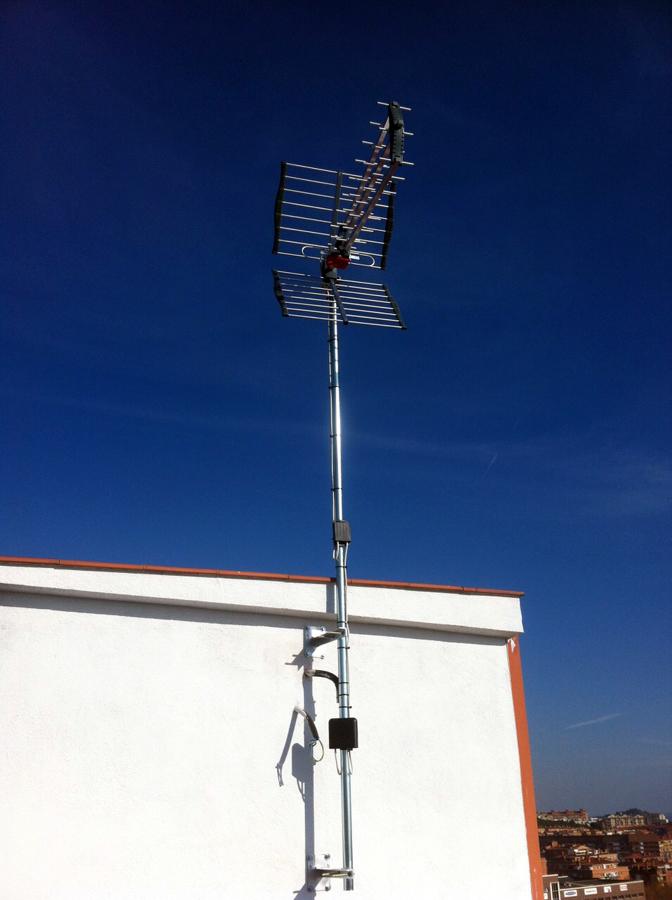 Antena de TV en vivienda