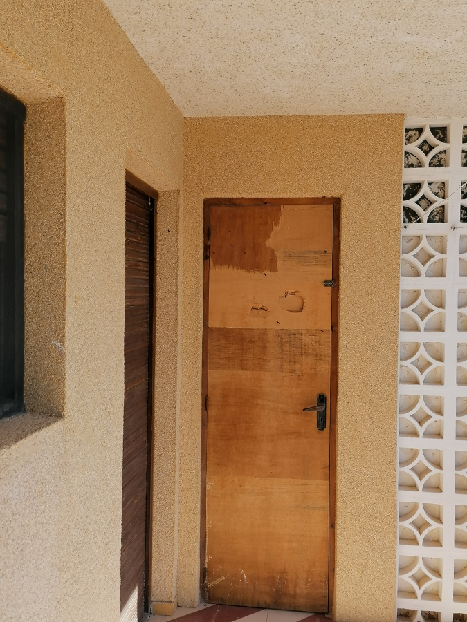 Antigua puerta de trastero
