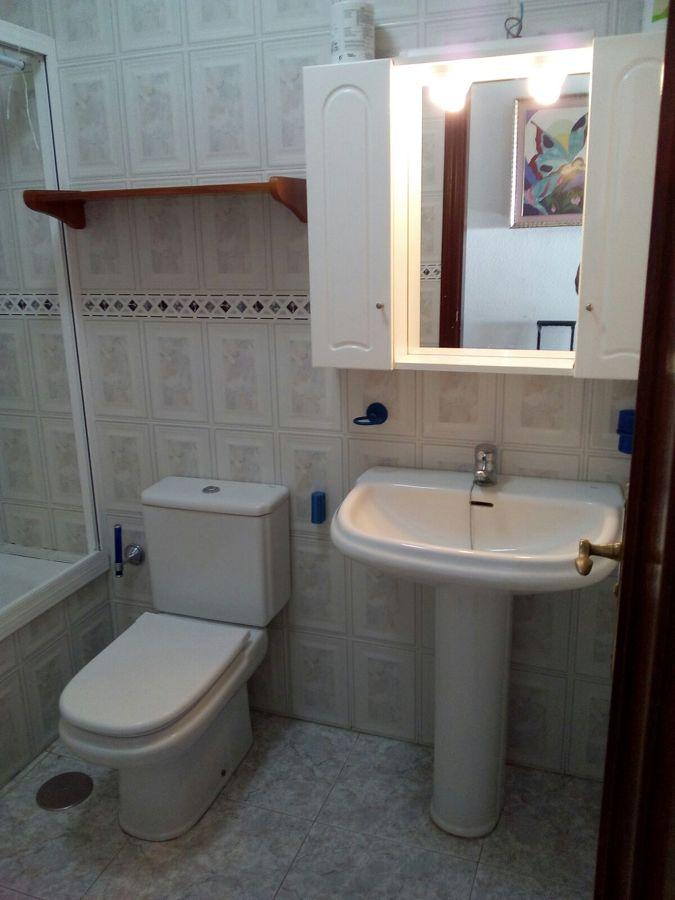 Antiguo mueble y lavabo.