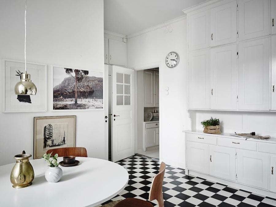 cocina con fotografías en la pared