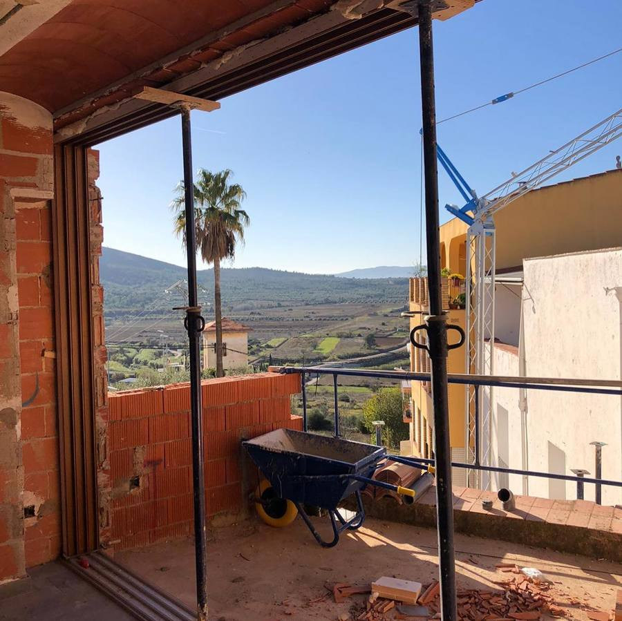 Apertura de gran ventanal, para futura terraza