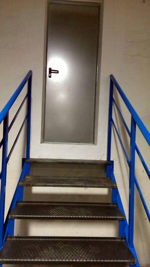 Apertura puerta e instalaci n escalera en local ideas for Apertura puertas