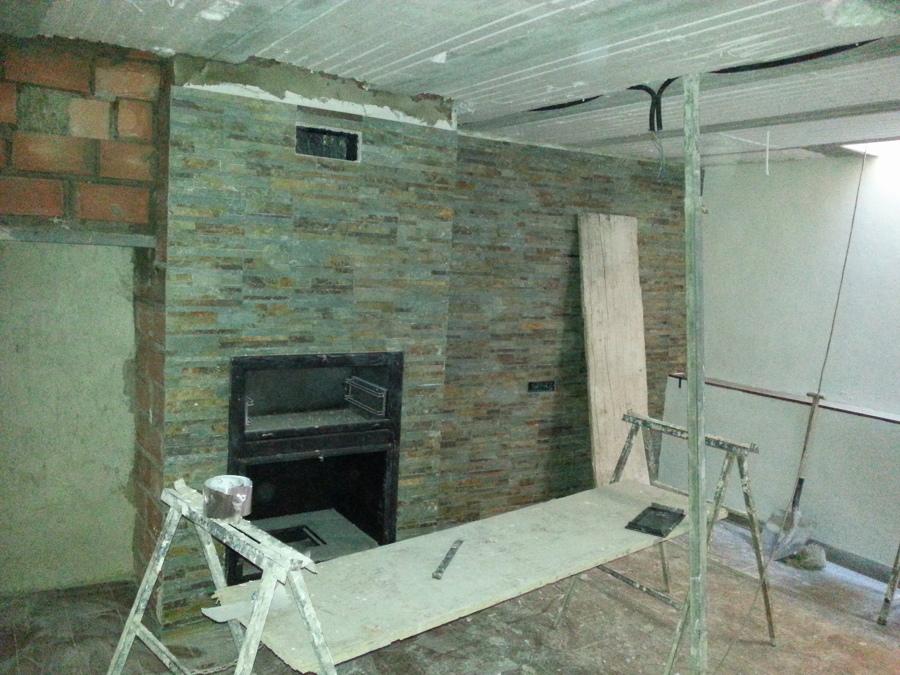 Foto aplacado de chimenea con piedra natural de baluarte - Chimeneas con piedra ...