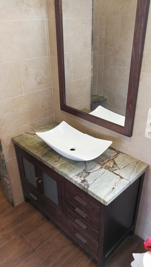 aplacado de paredes y encimera de lavabo en mrmol - Encimeras De Marmol