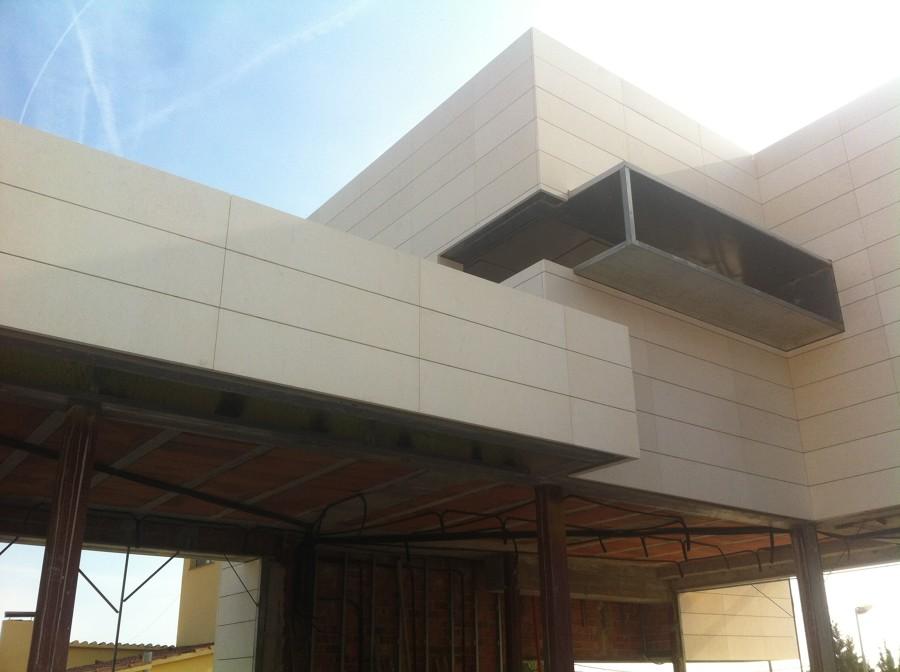 Fachada ventilada en barcelona ideas marmolistas - Piedra caliza fachada ...