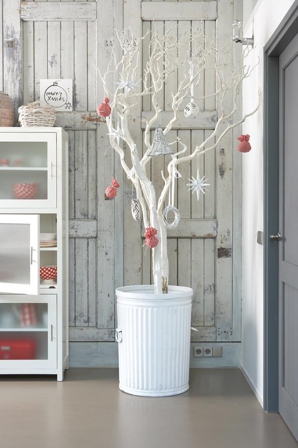 árbol con ramas secas macetero