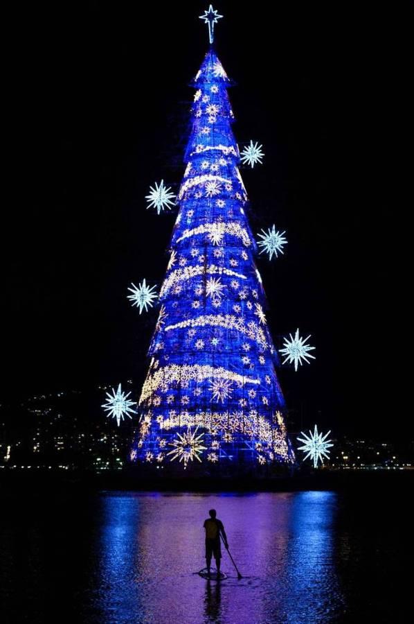 árbol-de-navidad-flotante-brasil-681x1024