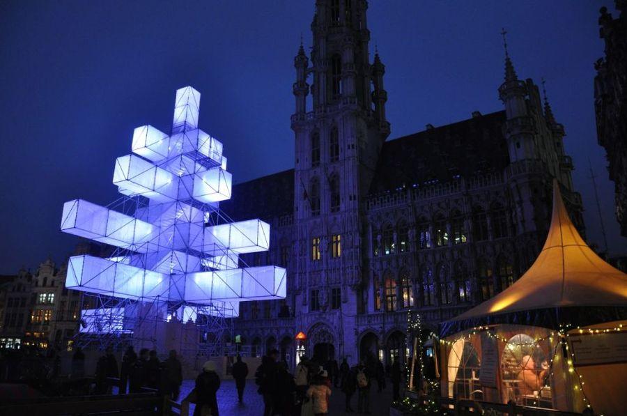 árbol-navidad-abstracto-bruselas1-1024x680