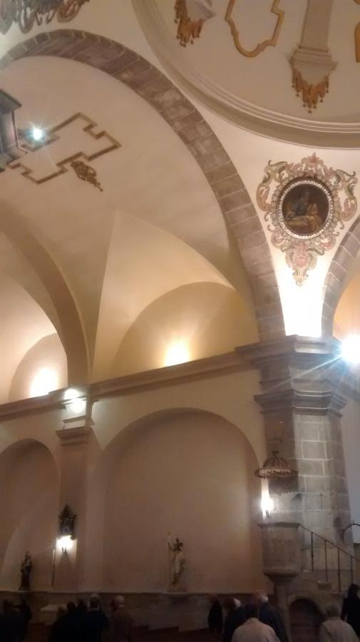 arcos de piedra, cúpula y arqueria